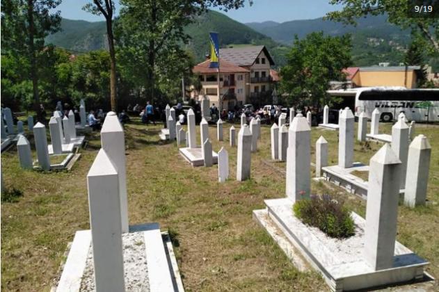 Screenshot 2020 06 27 Žive Lomače U Višegradu, 28 Godina Kasnije Suze, Molitva I Cvijeće Za Nevino Ubijene(4)