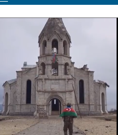 Screenshot 2020 11 28 Novo IŽivljavanje Vojnik Azerbejdžana Razvija Zastavu Pred Uništenom Hrišćanskom Crkvom (video)